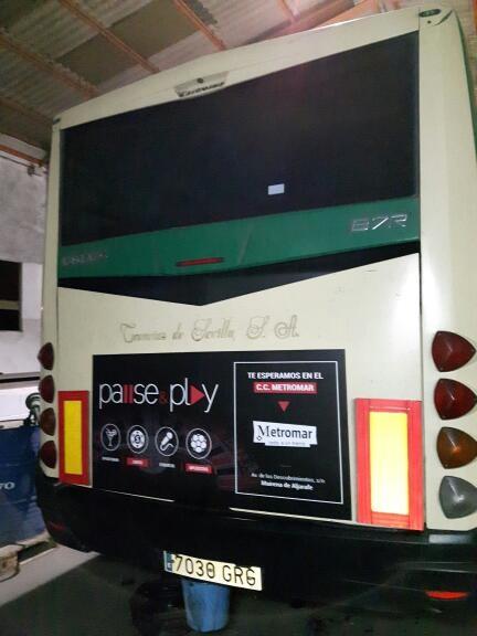 Publicidad en autobus para Pause & Play
